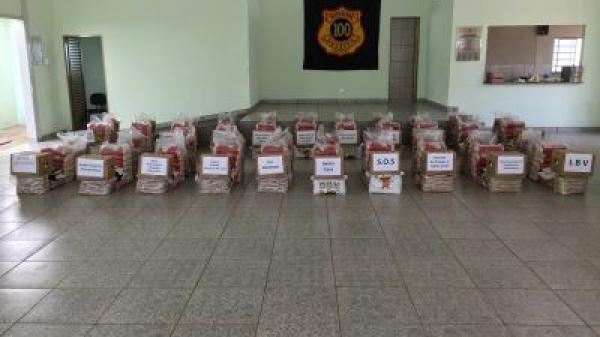 Entrega de alimentos a Entidades de Araxá 2016